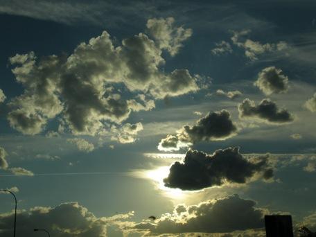 las nubes ocultan el sol