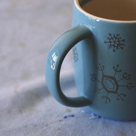 mi universo en el asa de una taza de café copia