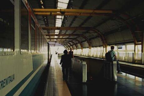 Roma 025_viajeros al tren copia blog
