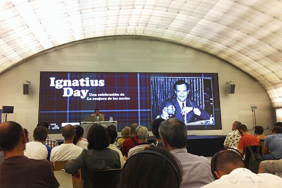 Fotografía de un momento de la conferencia de MacLauchlin, es de https://amvelandia.wordpress.com/